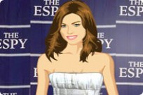 Play Carmen Electra Dress Up game