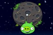 Play Angry Birds Piggies Space Escape game